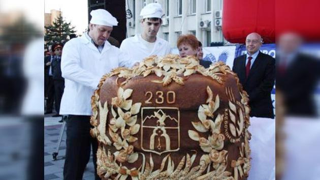 Fabrican la mayor hogaza del mundo para el aniversario de una ciudad rusa