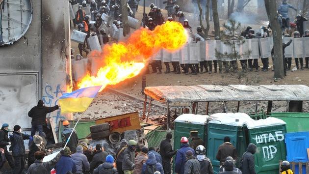 Exagente del FBI: La Policía ucraniana actúa con moderación, la de EE.UU. usaría una fuerza mortal