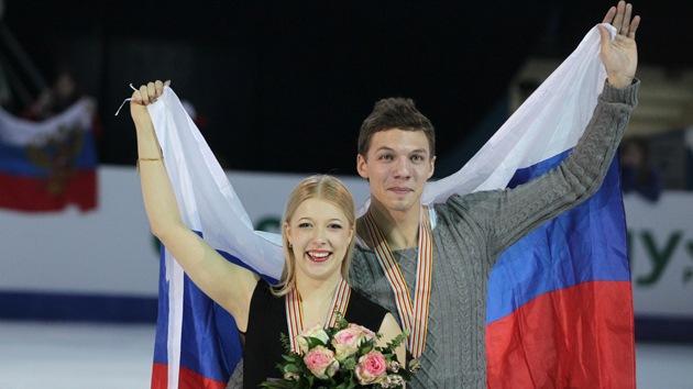 Fotos: Parejas rusas ganan oro y plata del Campeonato Europeo de patinaje