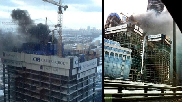 Video, Fotos: Se incendia un rascacielos en construcción en el centro de Moscú