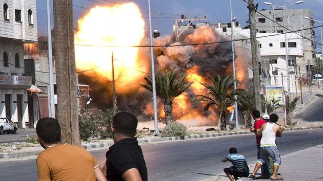 Video, fotos: Edificio residencial de 12 plantas se derrumba en Gaza tras ataque aéreo israelí
