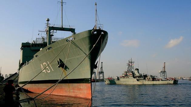 Irán despliega buques de guerra en aguas internacionales