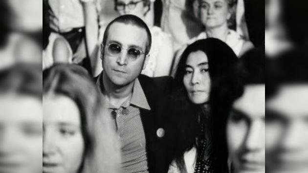 El inodoro de Lennon alcanza cerca de 15.000 dólares en una subasta