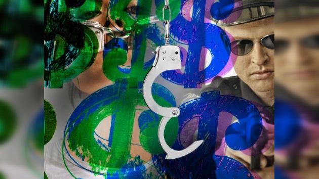 Una niña detenida por pintar en su pupitre exige indemnización de un millón