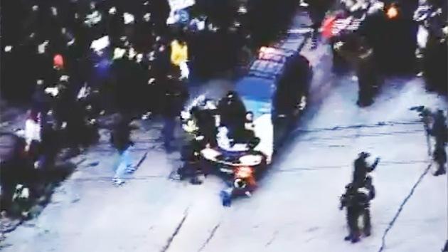 Imágenes dramáticas en EE.UU.: Un coche embiste deliberadamente a manifestantes en Minneapolis