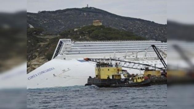 Sacar el 'Costa Concordia' podría llevar al menos siete meses