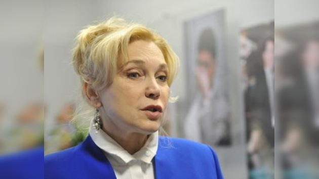 Encarcelan en París a una actriz rusa que fue allí para recuperar a su hija