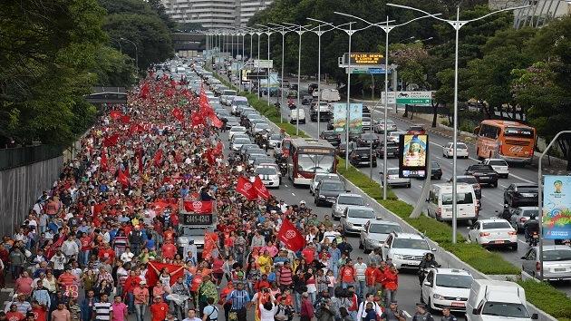 Fotos: Miles de 'trabajadores sin techo' se manifiestan en las calles de São Paulo