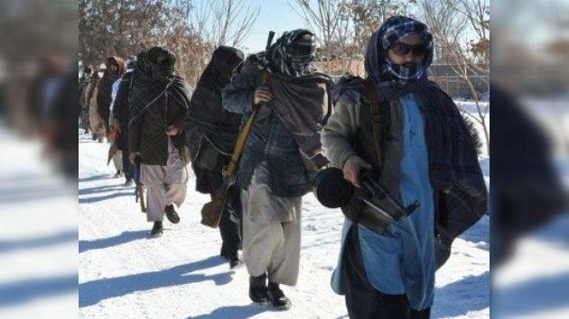 Karzai confirma contactos a tres bandas entre Afganistán, EE. UU. y los talibán