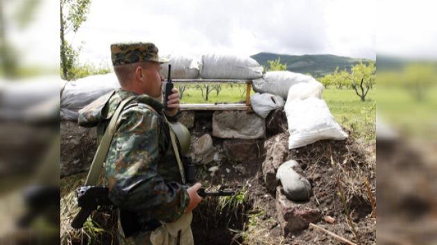 Los guardafronteras rusos ayudan a recuperar la vida en Osetia del Sur