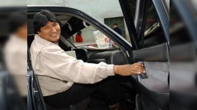 Roban el coche que Hugo Chávez había regalado a Evo Morales