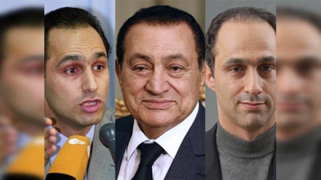 Mubarak y sus hijos, a juicio por la muerte de manifestantes y por corrupción