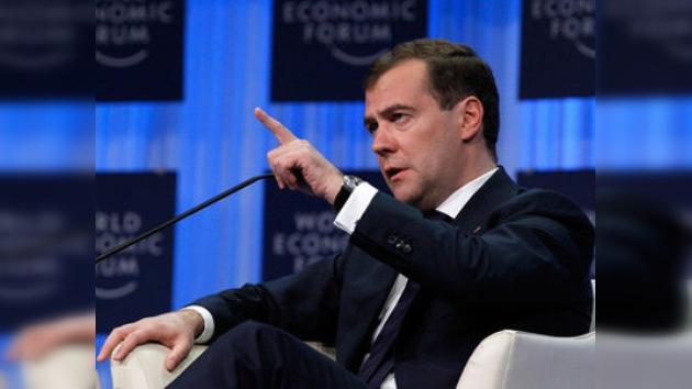 Medvédev llama en Davos a erradicar las causas sociales del terrorismo