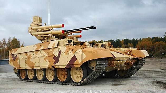 El temible blindado de apoyo Terminator-2 pisa fuerte en exposición rusa de armas
