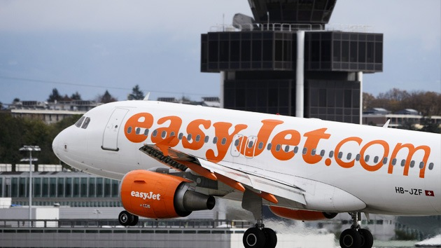 """""""¡Demasiados hombres a bordo!"""": Easyjet desembarca a pasajeros por sobrecarga"""