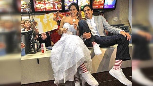 Una pareja se casó en McDonald´s por primera vez en América Latina