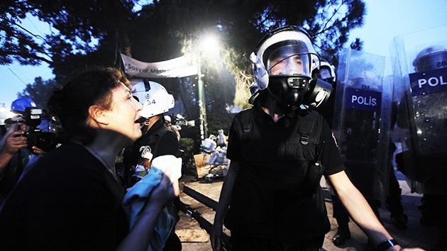 Dos periodistas acusan a la policía turca de agresión sexual durante las manifestaciones