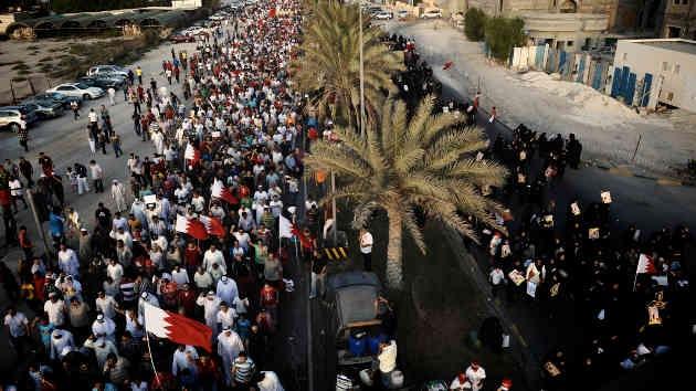 Fotos: Decenas de miles de personas en las calles de Bahréin protestan contra el Gobierno