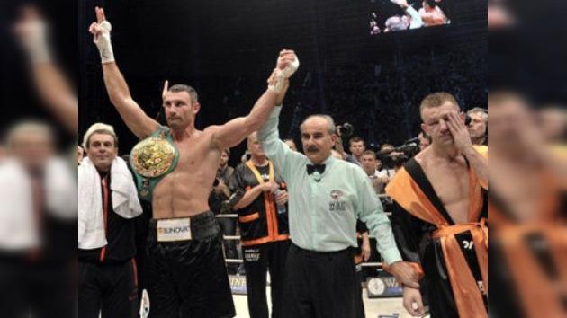 Vitali Klichkó conserva por séptima vez su título de los pesos pesados