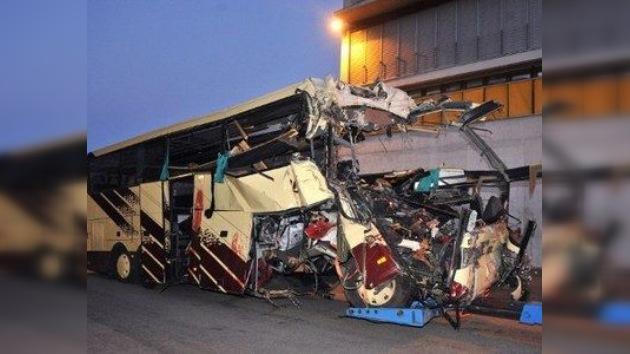 Imágenes: un accidente de autobús en Suiza deja 22 niños muertos
