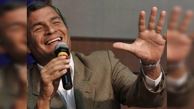 El presidente Correa perdona al diario El Universo