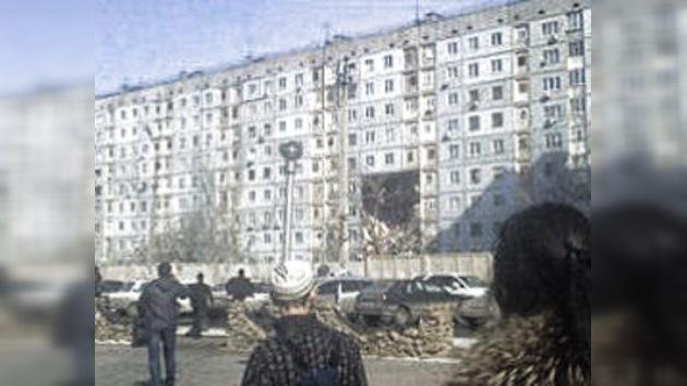 Una fuerte explosión de gas derrumba una casa en la ciudad rusa de Astracán