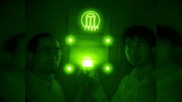 Un minuto de sol, semanas de luz infrarroja, ventajas de un nuevo material fosforescente
