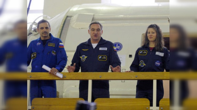 Cosmonautas rusos listos para volar a la EEI