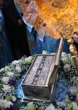 El cinturón de la Virgen 'ata en corto' a centenares de miles de moscovitas
