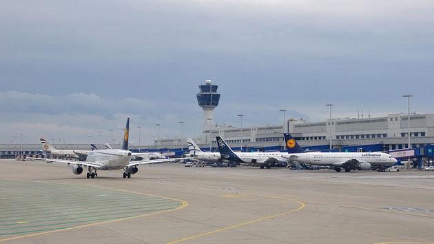 Compañías de EE.UU. se negaron a repostar avión de la delegación siria rumbo a Ginebra 2 en Atenas