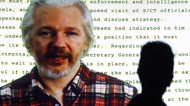 """Assange: """"Google es más poderoso de lo que la Iglesia ha sido nunca"""""""