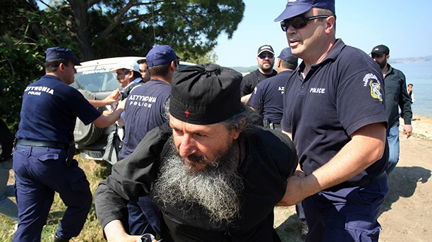 Grecia: La Policía asalta un monasterio ocupado por monjes rebeldes en Athos