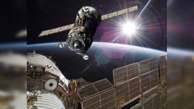 La nave espacial rusa Soyuz se acopló exitosamente a la EEI