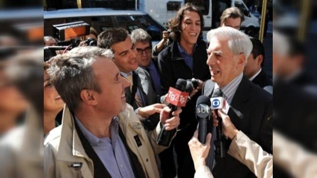 Perú festeja la concesión del Nobel a Mario Vargas Llosa