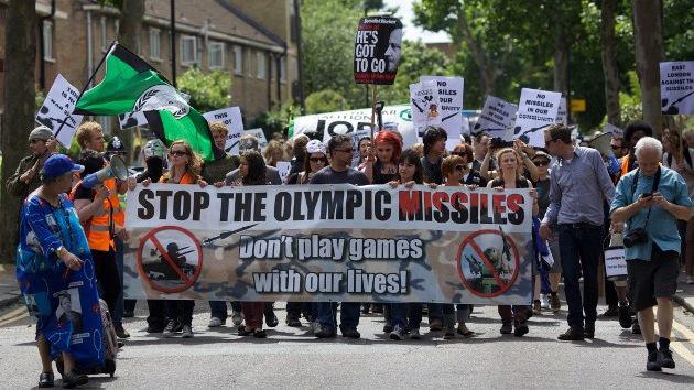 Londinenses exigen que no se arriesgue sus vidas instalando misiles durante los JJOO
