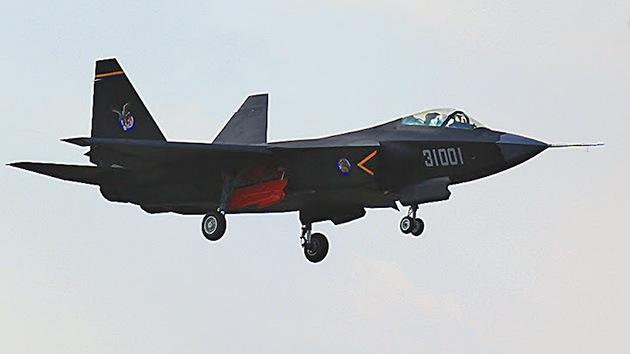 China quiere desplegar sus cazas J-31 'invisibles' en portaaviones