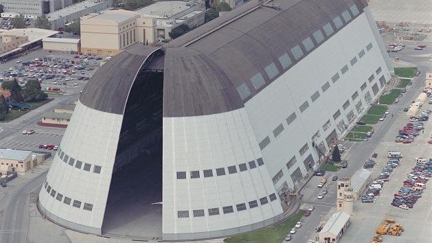 ¿Por qué Google alquila un viejo hangar de la NASA?