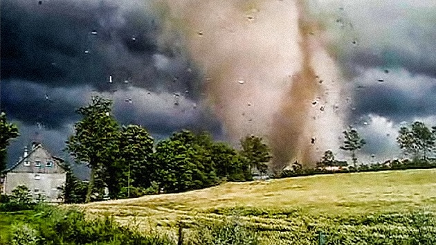 VIDEO: Un potente tornado arrasa Polonia