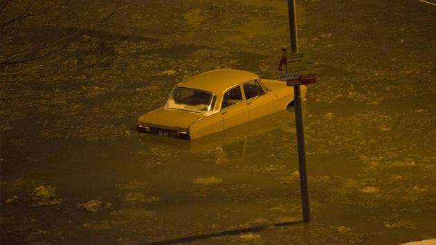 Videos: La rotura de una cañería deja parte de una ciudad rusa sumergida bajo el agua