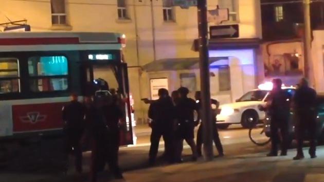Video: Policías en Canadá matan a un joven por blandir un cuchillo en un tranvía vacío
