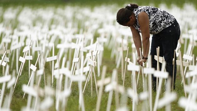 Plantan miles de cruces en Brasilia en protesta por la violencia contra los indios