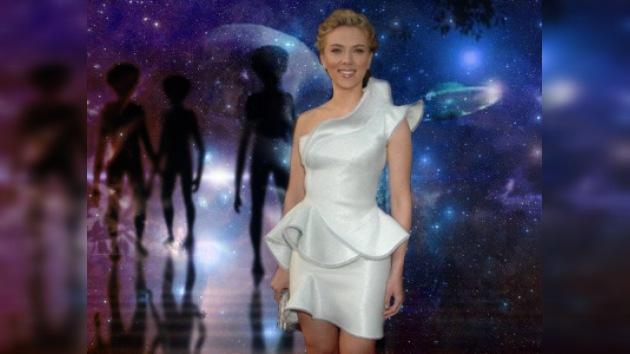 Scarlett Johansson, una sexy seductora extraterrestre