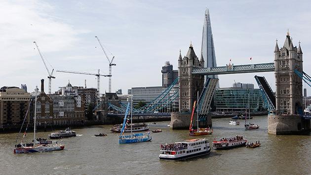 Los altos precios de la propiedad en Londres obligan a una joven a vivir en un barco