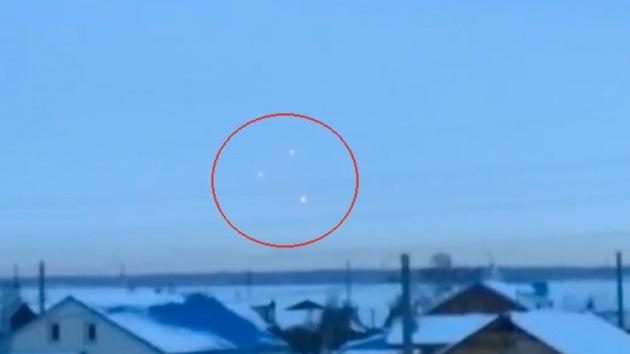 Video: Tres objetos voladores no identificados sobrevuelan el suroeste de Rusia