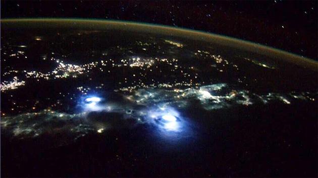 Astronauta publica en Twitter impresionante video de relámpagos captado desde la EEI