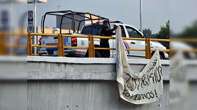 Activistas mexicanos critican al Gobierno por retirar su manta 'antinarco'