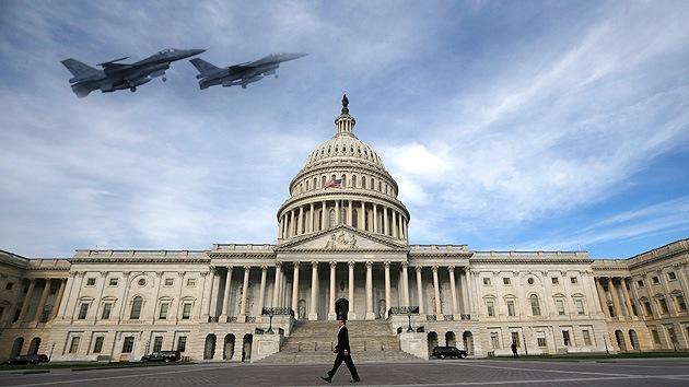 Cazas F-16 obligan a salir a una avioneta de una zona prohibida en Washington: Evacuan el Capitolio