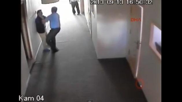 Video: Un alumno con síndrome de Down, maltratado e intimidado por su profesor
