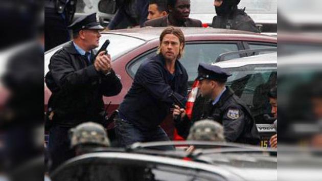 El equipo de Brad Pitt la arma en Hungría: le confiscan fusiles cargados en pleno rodaje
