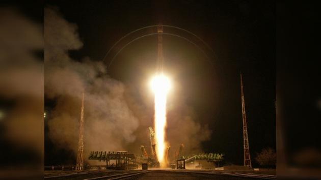 Rusia lanzó tres astronautas a la Estación Espacial Internacional